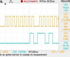 ラズベリーパイのSPIのクロックをオシロスコープで取得した画像。8bitセグメントになっている